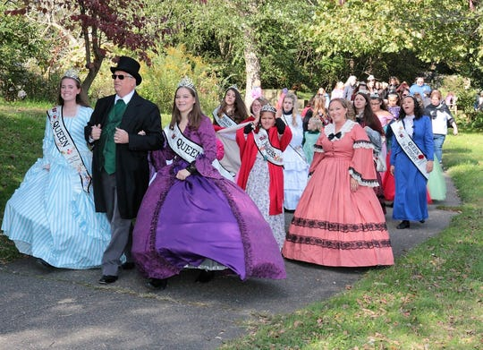 Mayor Steve Mercer leads outgoing Canal Queen Maddy Meiser and incoming Canal Queen Sophia Meiser during the Mayor's Promenade Sunday during the Apple Butter Stirrin' Festival in Roscoe Village.