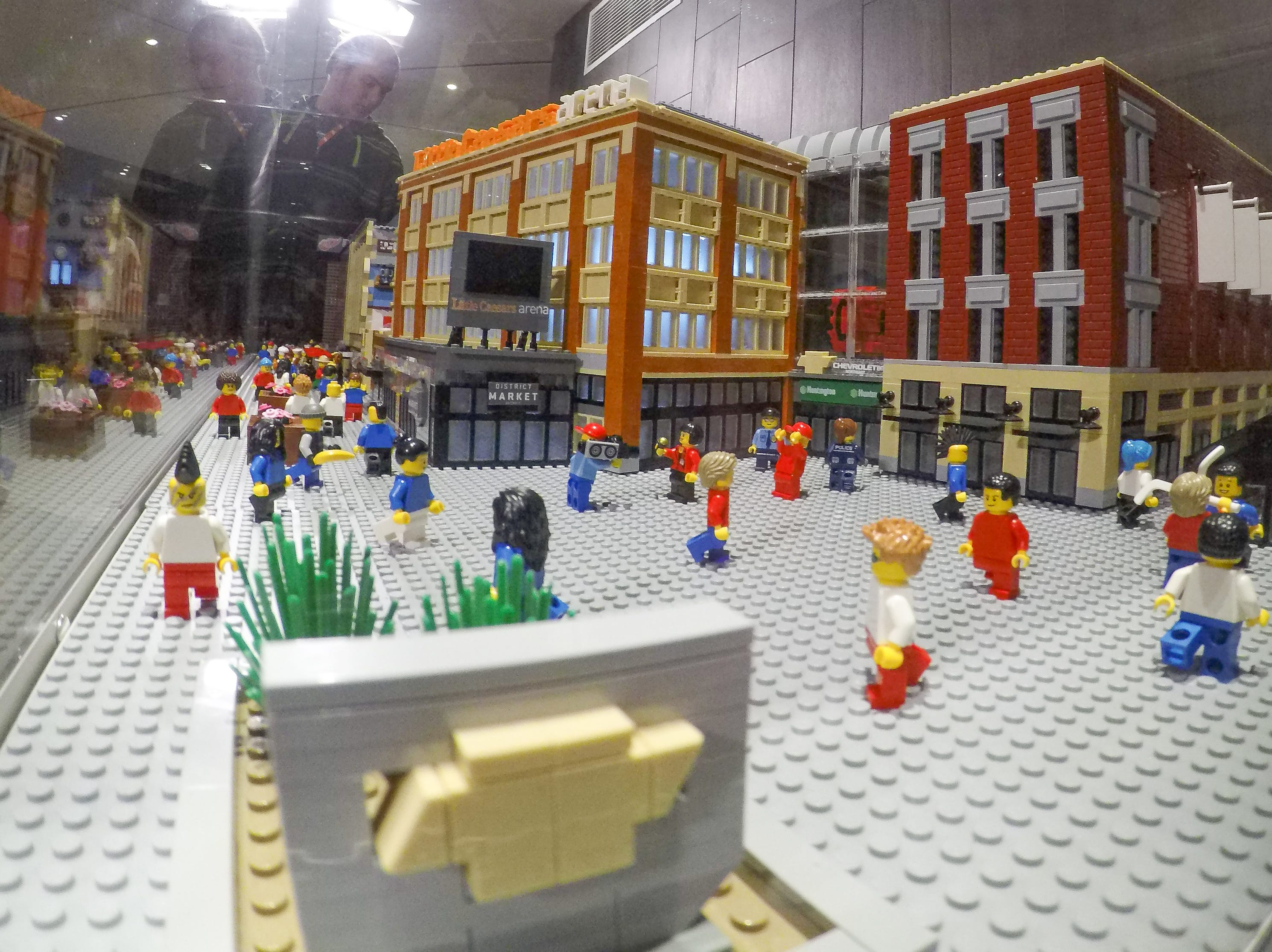 A mini-fig's-eye view of the Chevrolet plaza.