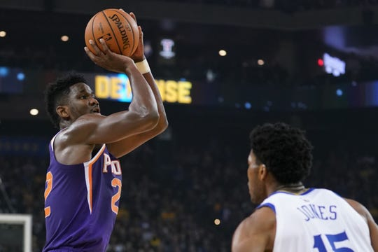 October 22, 2018; Oakland, CA, USA; Phoenix Suns center Deandre Ayton (22) shoots the basketball against Golden State Warriors center Damian Jones (15) during the first quarter at Oracle Arena. Mandatory Credit: Kyle Terada-USA TODAY Sports