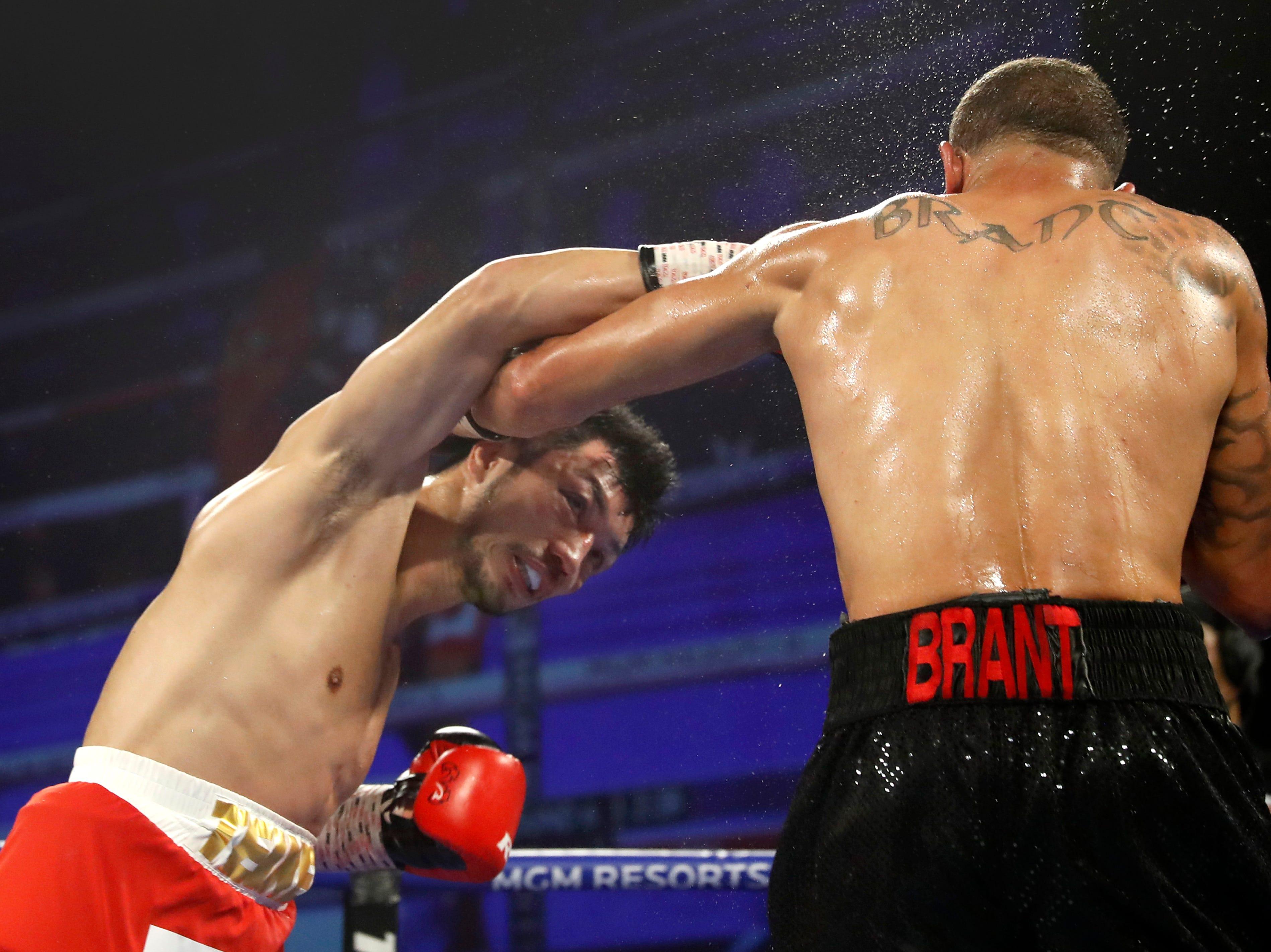 El púgil texano Rob Grant dio la sorpresa al derrotar al invicto japonés Ryota Murata por decisión unánime para arrebatarle así el campeonato mundial medio de la AMB el sábado 20 de octubre de 2018, en el MGM Park Theatre de Las Vegas, Nevada