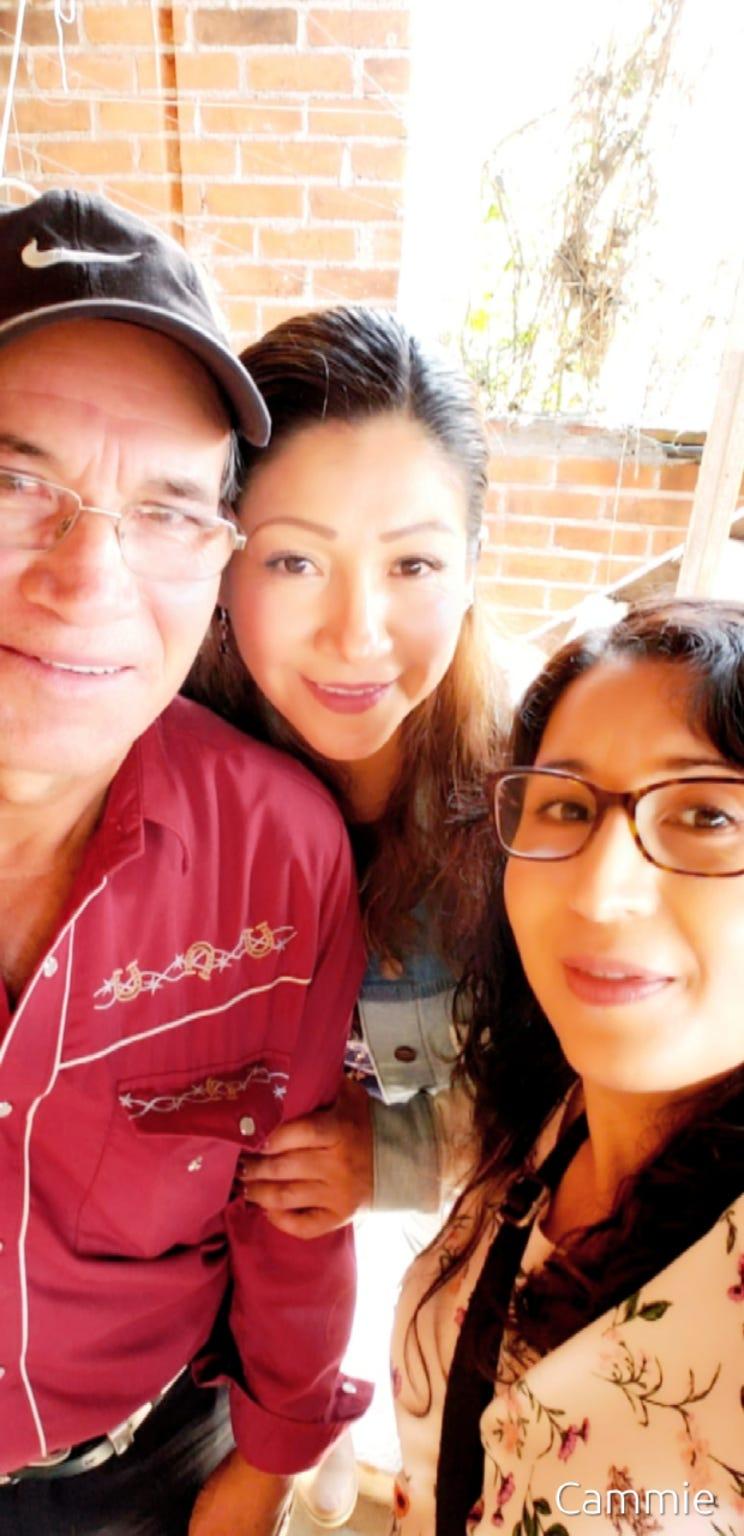 María Ramírez, center, with her father, Gabriel Ramírez, and her sister, María de la Luz.