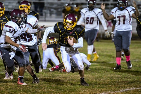 Washington High's Gavin Fontaine (13) runs with the ball in their home game against Snow Hill High on Monday, Oct 22, 2018.