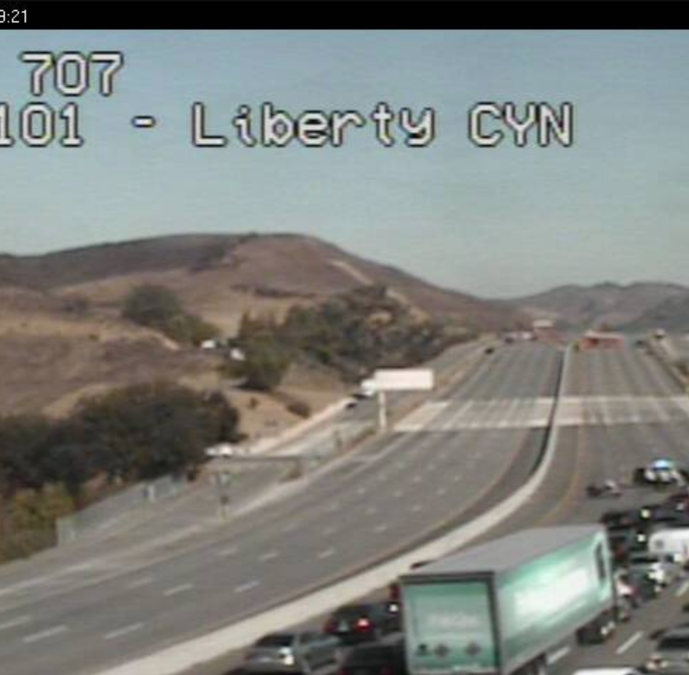 Plane crash lands on Highway 101 near Agoura; all lanes closed