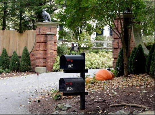 """Mailboxes stand outside the entrance to a house owned by philanthropist George Soros in Katonah, New York, Tuesday, Oct. 23, 2018. A device found in a mailbox outside the compound """"had the components"""" of a bomb, including explosive powder, a law enforcement official said Tuesday. ()"""