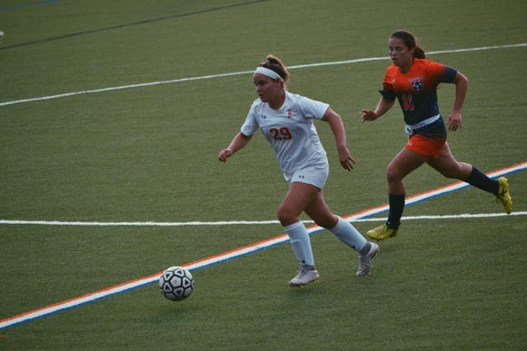 Tappan Zee midfielder Kelly Harris (29) was named the lohud girls soccer Player of the Week on Oct. 23, 2018.