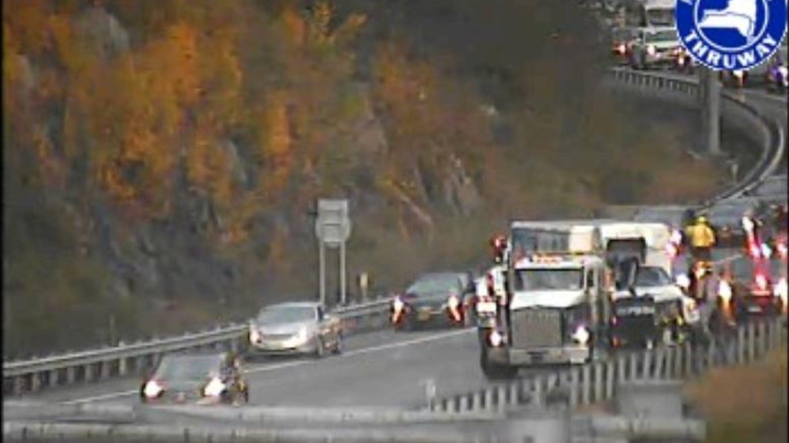 Traffic: Truck crashes cleared on I-87 S/B, I-84 E/B