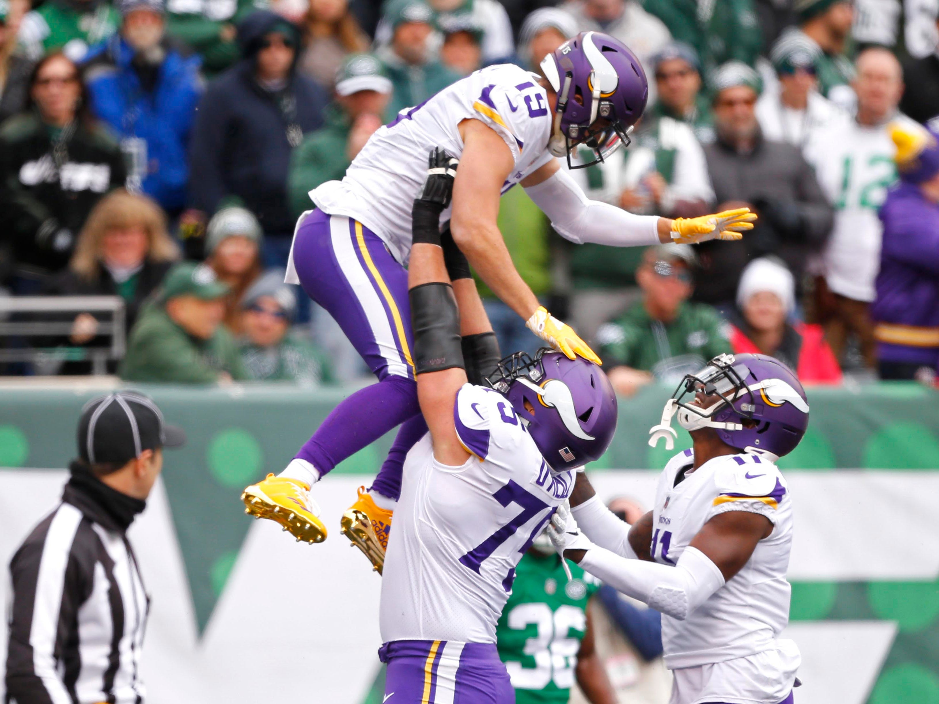 6. Vikings (9): Since losing 12-round decision to Rams, they've been quietly picking up steam while winning three straight. Big game Sunday vs. Saints.