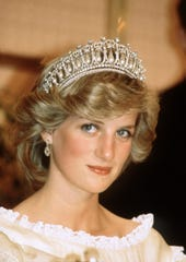 Princess Diana wears the Cambridge Lover's Knot tiara and diamond earrings during a banquet on April 29, 1983 in Aukland, New Zealand.