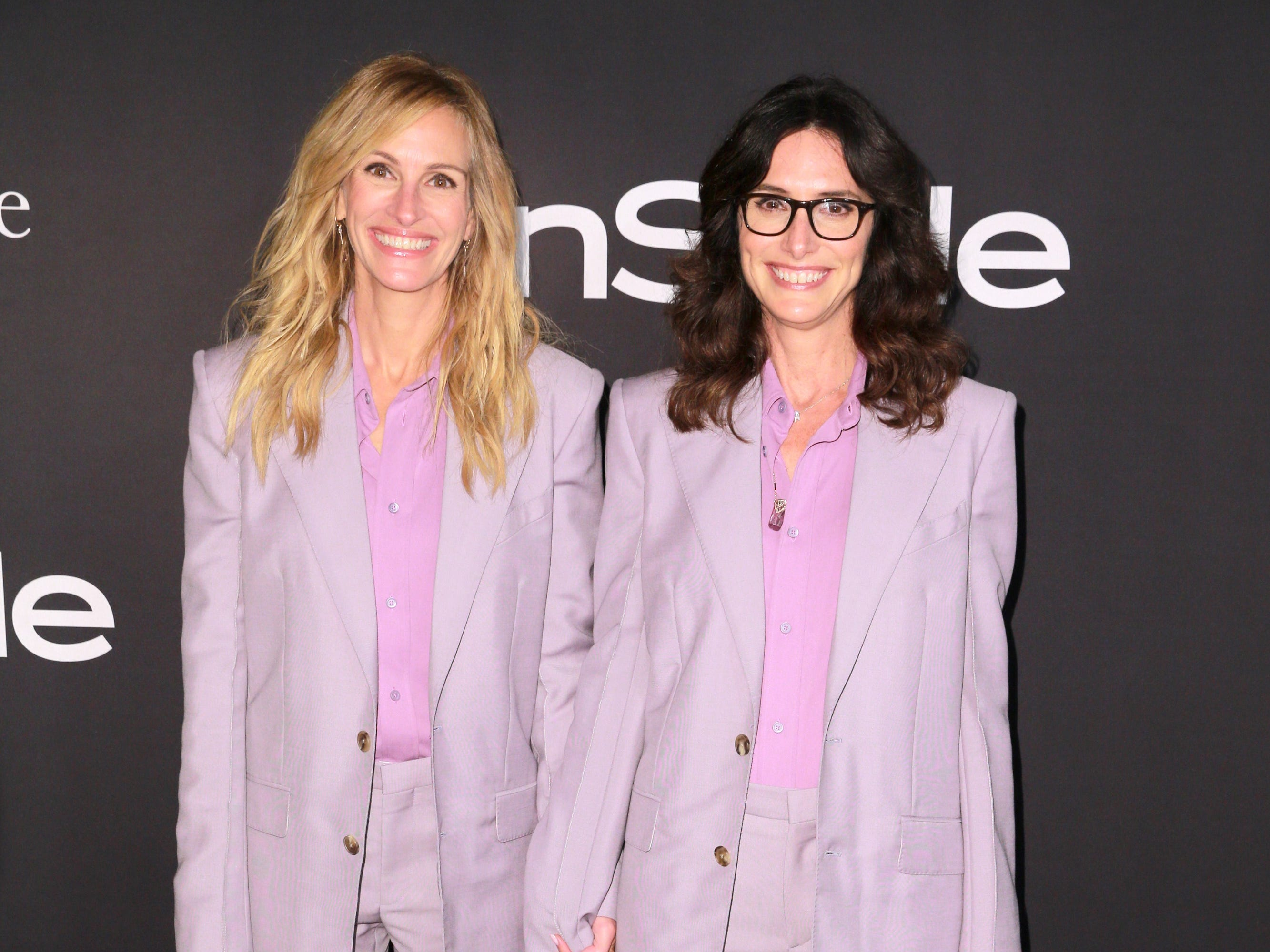 LOS ANGELES, CA - OCTOBER 22:  Julia Roberts and Elizabeth Stewart attend the 2018 InStyle Awards at The Getty Center on October 22, 2018 in Los Angeles, California.  (Photo by Rich Fury/Getty Images) ORG XMIT: 775236597 ORIG FILE ID: 1052778874