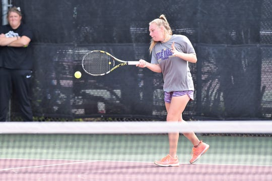 Wylie's Mandy Roberson, playing against Canyon Randall, will play tennis at McMurry University.