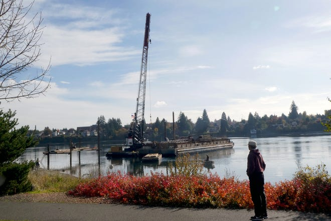 A 200,000-gallon runoff and sewage spill was reported Tuesday off the waters of Lions Park, where crews are already at work on a new outfall pipe at Bremerton's east side treatment plant. A no-contact advisory is in effect for the Port Washington Narrows and Dyes Inlet through Dec. 18.