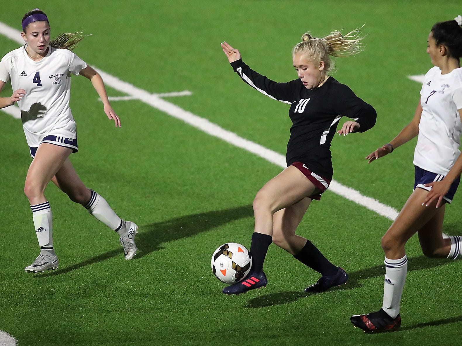 South Kitsap's Mackenzie Sinclair (10) moves the ball down the field between Bellarmine's Gabi Hyman (4) and Acacia Judkins (7)  girls soccer in Port Orchard on Tuesday, October 23, 2018.