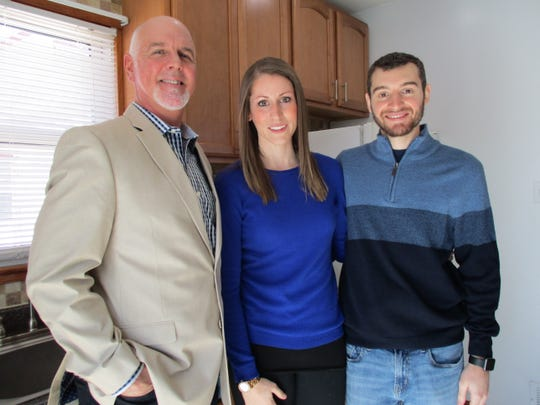 Allie Scott and Luke Albright had some family support in their home search on HGTV's 'House Hunters.' The couple used Albright's uncle, Fran O'Shaughnessy (left), as their real-estate agent.