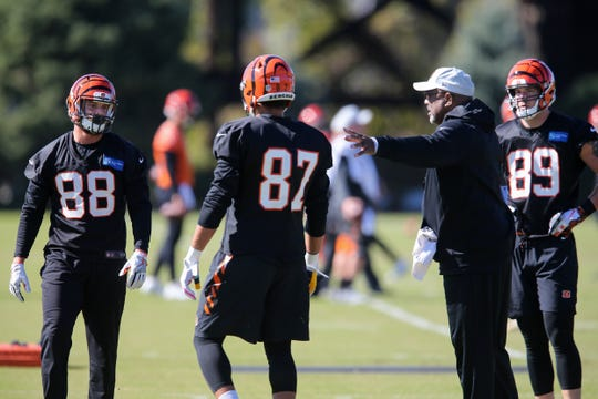 Cincinnati Bengals tight ends coach Jonathan Hayes instructs the unit during practice ,Wednesday, Oct. 24, 2018, on the practice fields next to Paul Brown Stadium in Cincinnati.