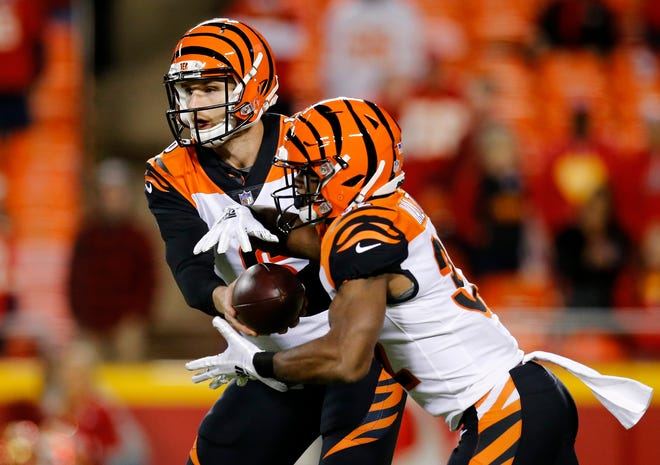 Cincinnati Bengals quarterback Jeff Driskel (6) hands off to running back Mark Walton (32) in the fourth quarter of the NFL Week 7 game between the Kansas City Chiefs and the Cincinnati Bengals at Arrowhead Stadium in Kansas City, Mo., on Tuesday, Oct. 16, 2018. The Bengals lost 45-10, falling to 4-3 on the season.