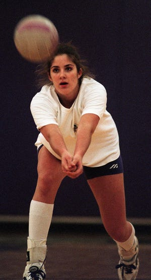 Text: 1998.1026.12.1 -- KYVOLLEY30 SPORTS -- Dawn Sparks, middle hitter for Campbell County High School, goes through drills Tuesday during pratice. Photo by Saed Hindash/Cincinnati Enquirer.sh