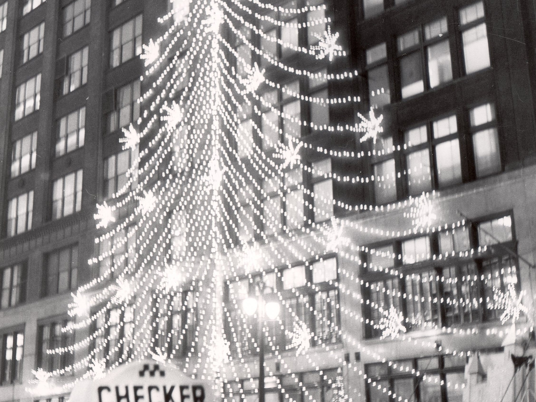 Hudson's Building during the Christmas season in 1959