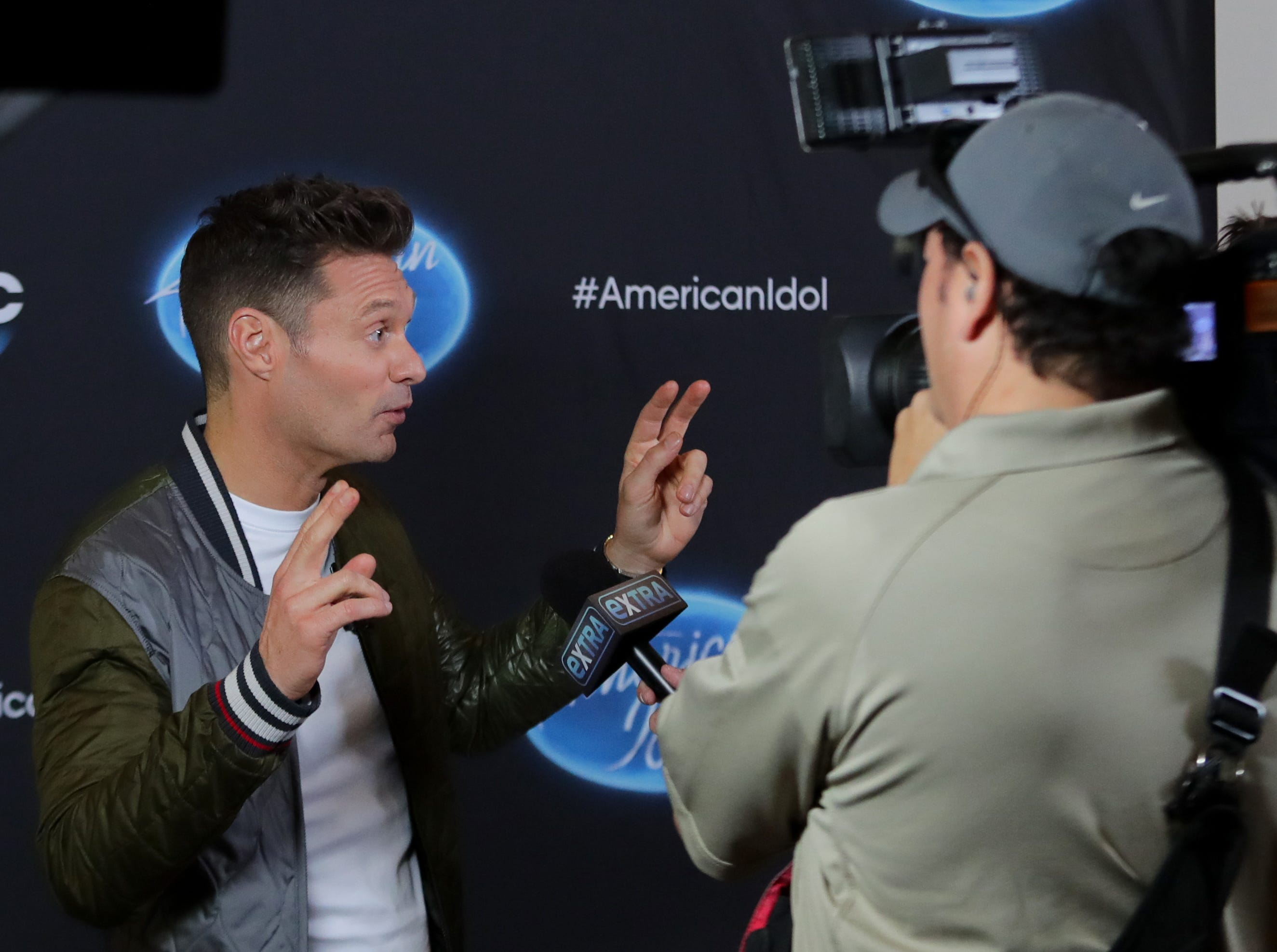 Ryan Seacrest takes a few minutes to talk to local, regional and national media, including Extra and ET, in Louisville, Ky. 