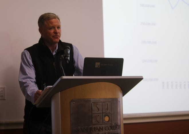 Patrick Cummins, senior policy analyst for the Center for the New Energy Economy at Colorado State University, speaks about power plant emissions Wednesday during the Four Corners Air Quality Group meeting at San Juan College's School of Energy.