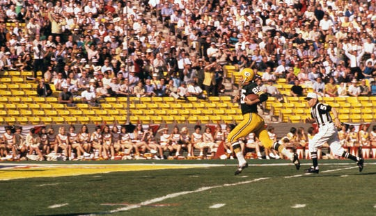 Packers receiver Max McGee (85) runs into the endzone after making a one-handed catch at the Memorial Coliseum during the First World Championship Game, Super Bowl I, January15, 1967.