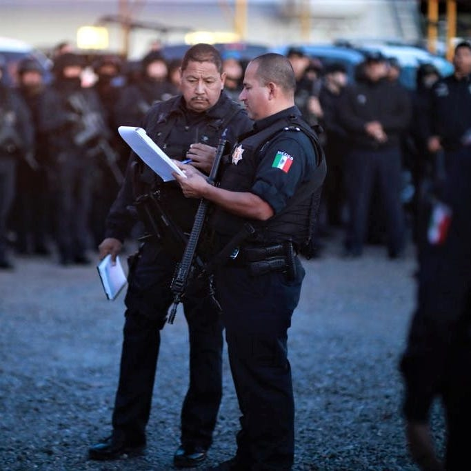U.S. issues security alert for Juárez after wave of drug cartel, gang attacks on police