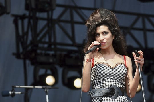Singer Amy Winehouse performs onstage at Lollapalooza in Grant Park on August 5, 2007 in Chicago, Illinois.  (Photo by Roger Kisby/Getty Images)