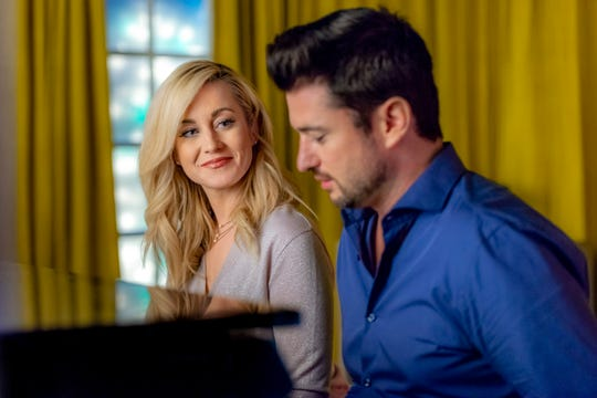 Kellie Pickler and Wes Brown's characters, former flames, cross paths in the holiday film.