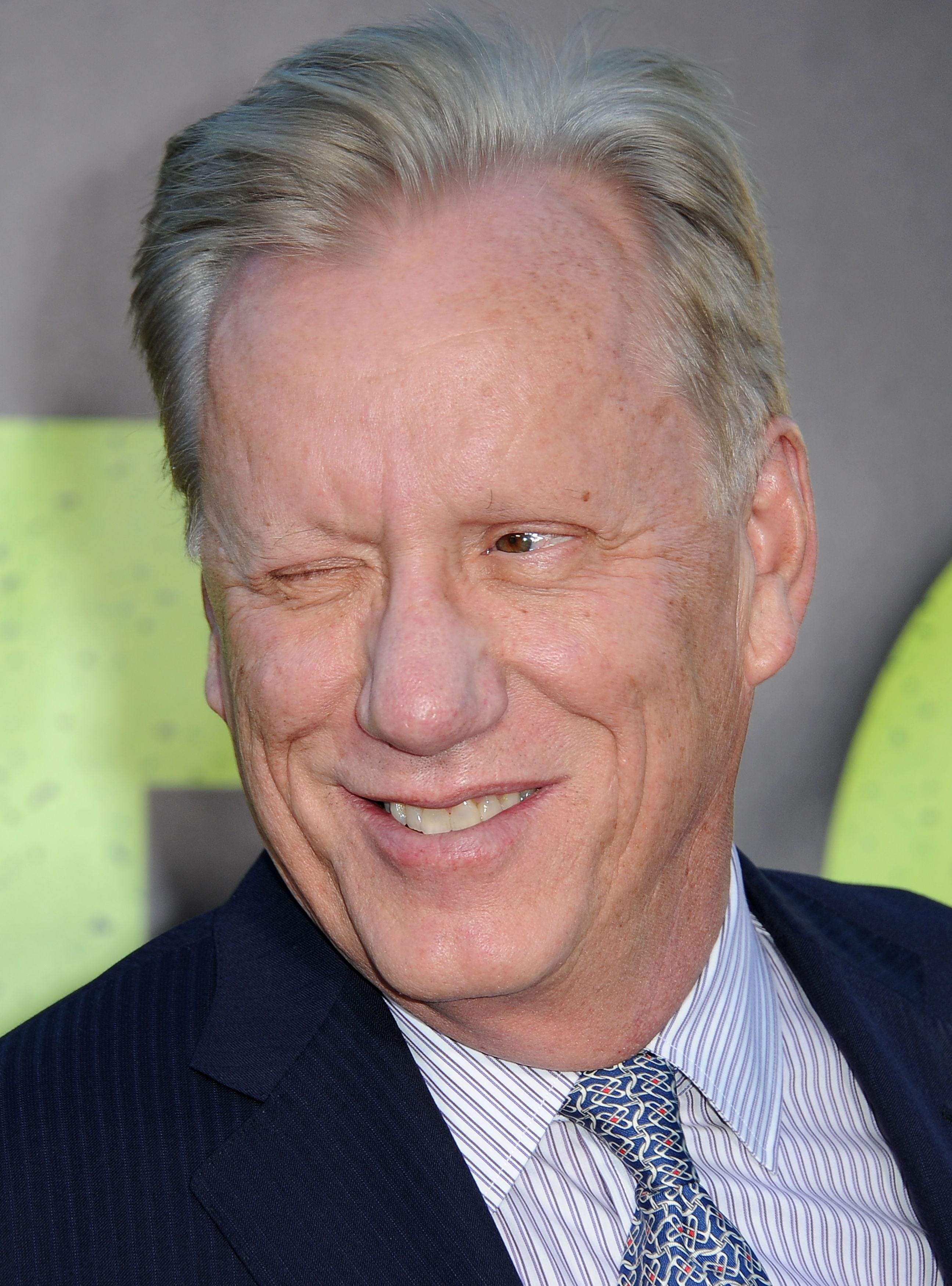 James Woods blasts Clinton bomb threat as 'obvious political stunt'