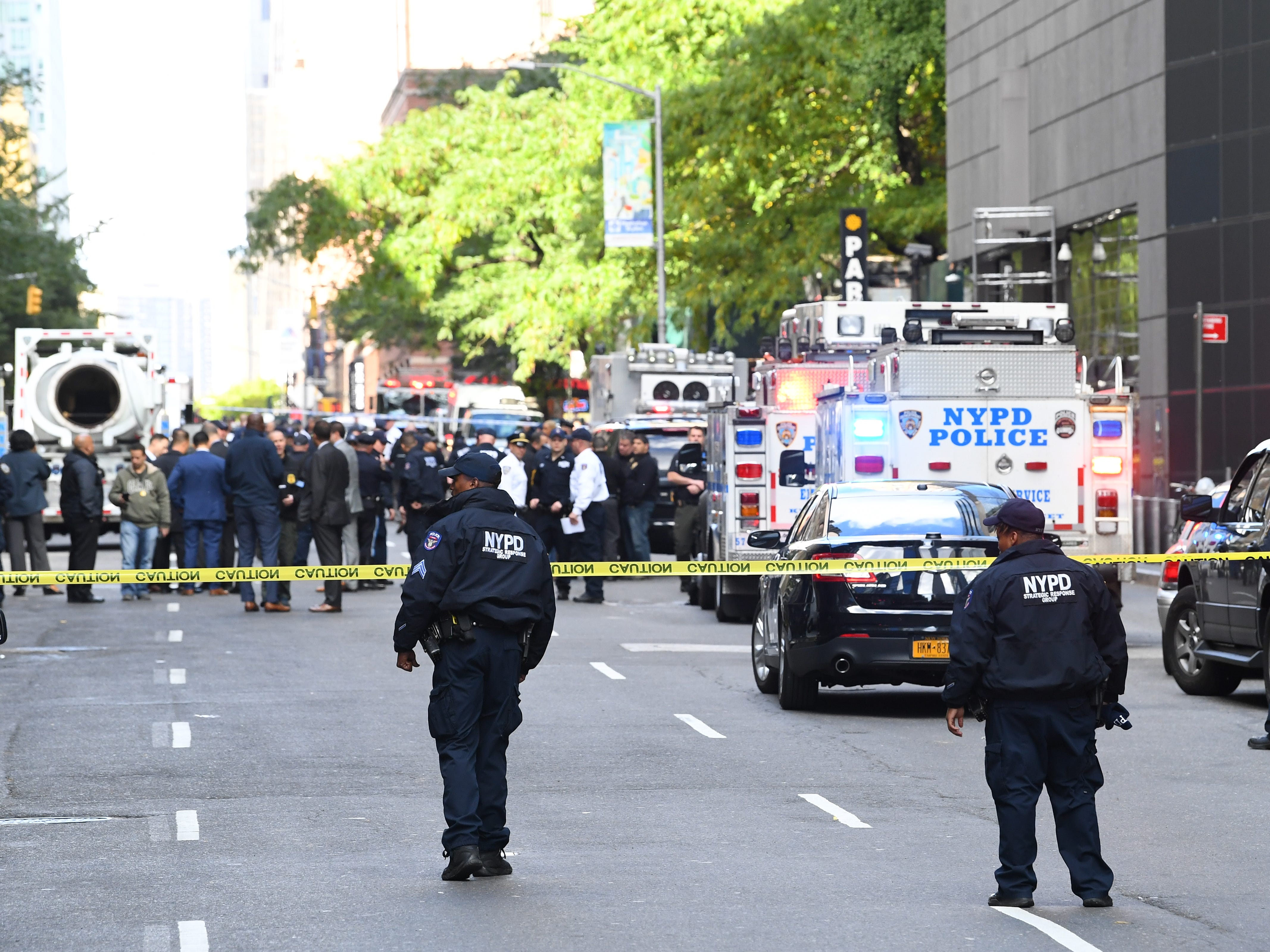 10/24/18 11:06:24 AM -- New York, NY, U.S.A  -- Scene at Columbus Circle (west 58th street) where a suspicious package was discovered at CNN's NYC location.    Photo by Robert Deutsch, USA TODAY staff ORG XMIT:  RD xxxxx CNN Bomb 10_24_2018 (Via OlyDrop)