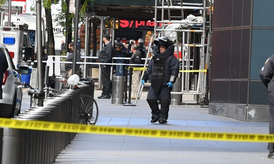 10/24/18 11:08:23 AM -- New York, NY, U.S.A  -- Scene at Columbus Circle (west 58th street) where a suspicious package was discovered at CNN's NYC location.    Photo by Robert Deutsch, USA TODAY staff ORG XMIT:  RD xxxxx CNN Bomb 10_24_2018 (Via OlyDrop)