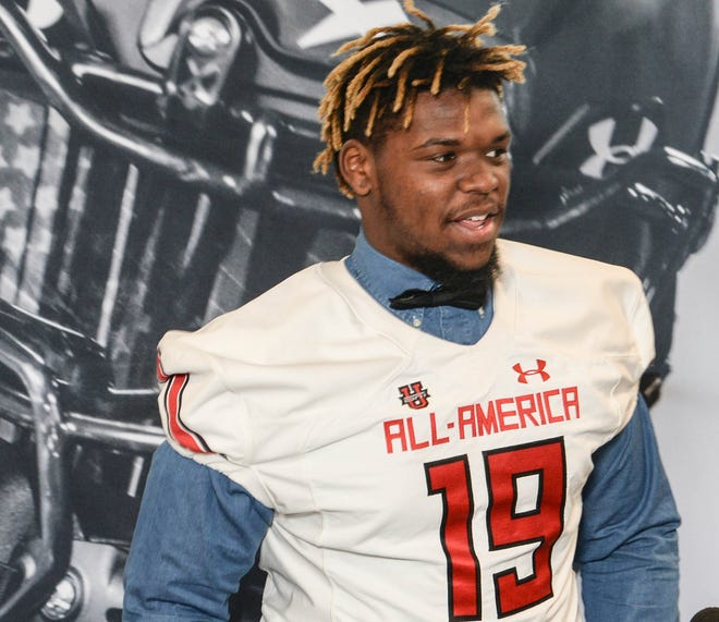 T.L. Hanna defensive end Zacch Pickens has been named the Gatorade South Carolina Football Player of the Year.