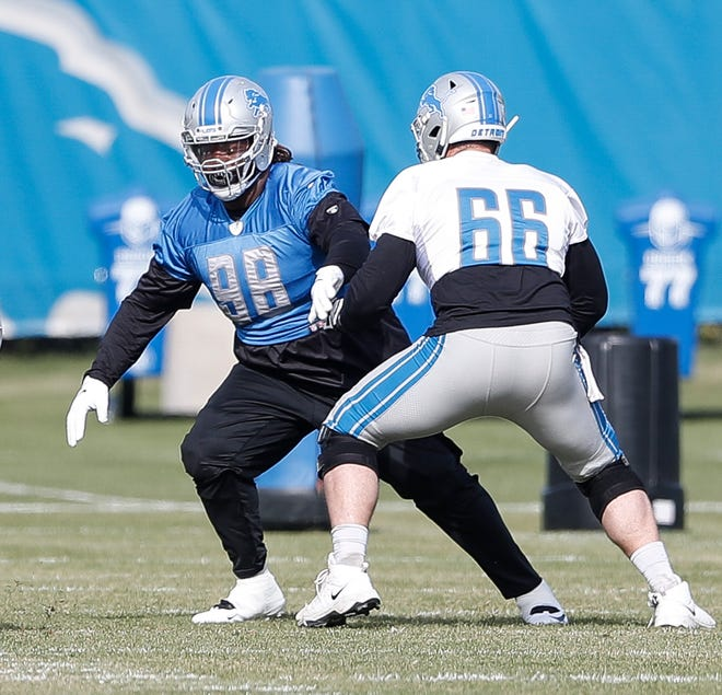 Lions defensive tackle Damon Harrison (98) practices with guard Joe Dahl in Allen Park on Thursday.
