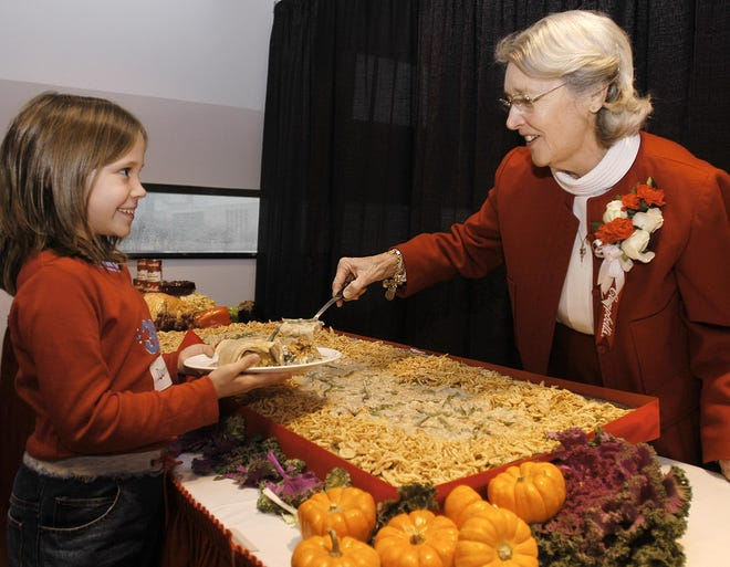 In November 2002, Dorcas Reilly, right, served her Green Bean Casserole to students visiting the National Inventors Hall of Fame in Akron, Ohio.