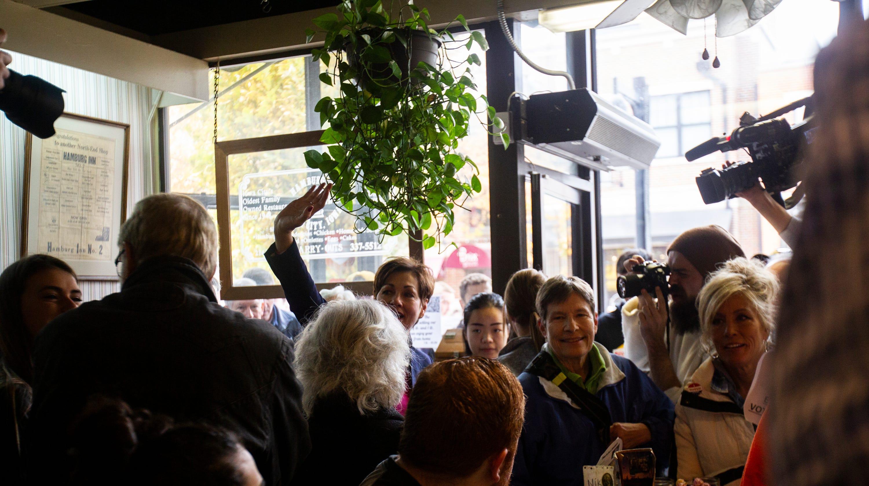 Governor Kim Reynolds And Candidate Peters Stump At Hamburg Inn No 2