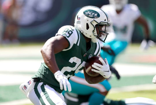 Sep 16, 2018; East Rutherford, NJ, USA; New York Jets running back Bilal Powell (29) rushes for yardage against Miami Dolphins during first quarter at MetLife Stadium. Mandatory Credit: Noah K. Murray-USA TODAY Sports