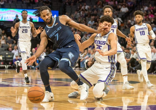 Oct 24, 2018; Sacramento, CA, USA; Memphis Grizzlies guard Wayne Selden (7) and Sacramento Kings forward Justin Jackson (25) fight for possession of the ball during the first quarter at Golden 1 Center.