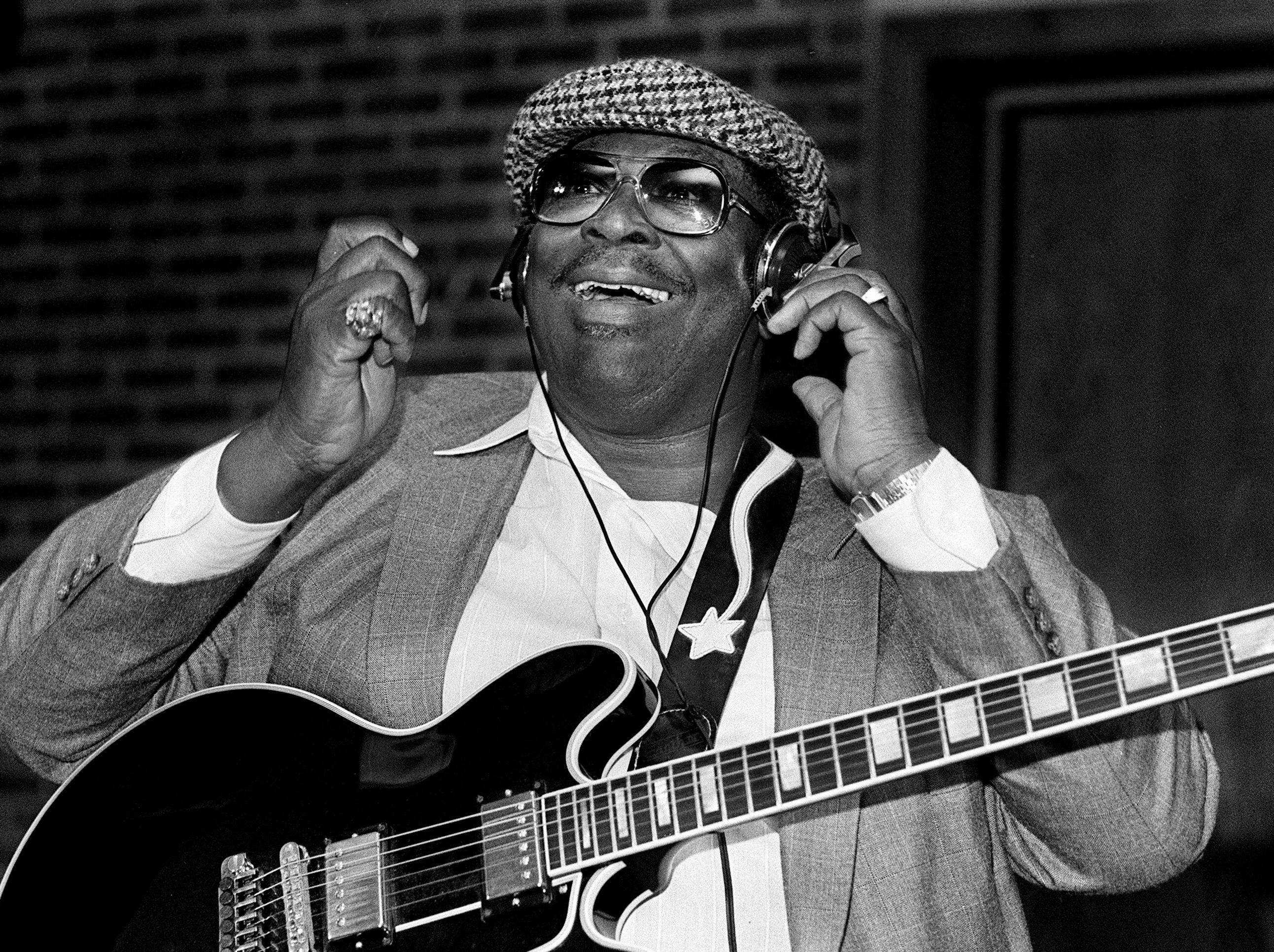 B.B. King reacts to the music while recording a new album at Memphis Sound Productions studios on October 26, 1987.