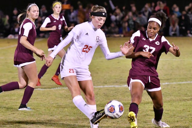 Stewarts Creek's Delaney Mitchell (25) and Collierville's Brooke Linney battle for possesion during a AAA quarterfinal match.