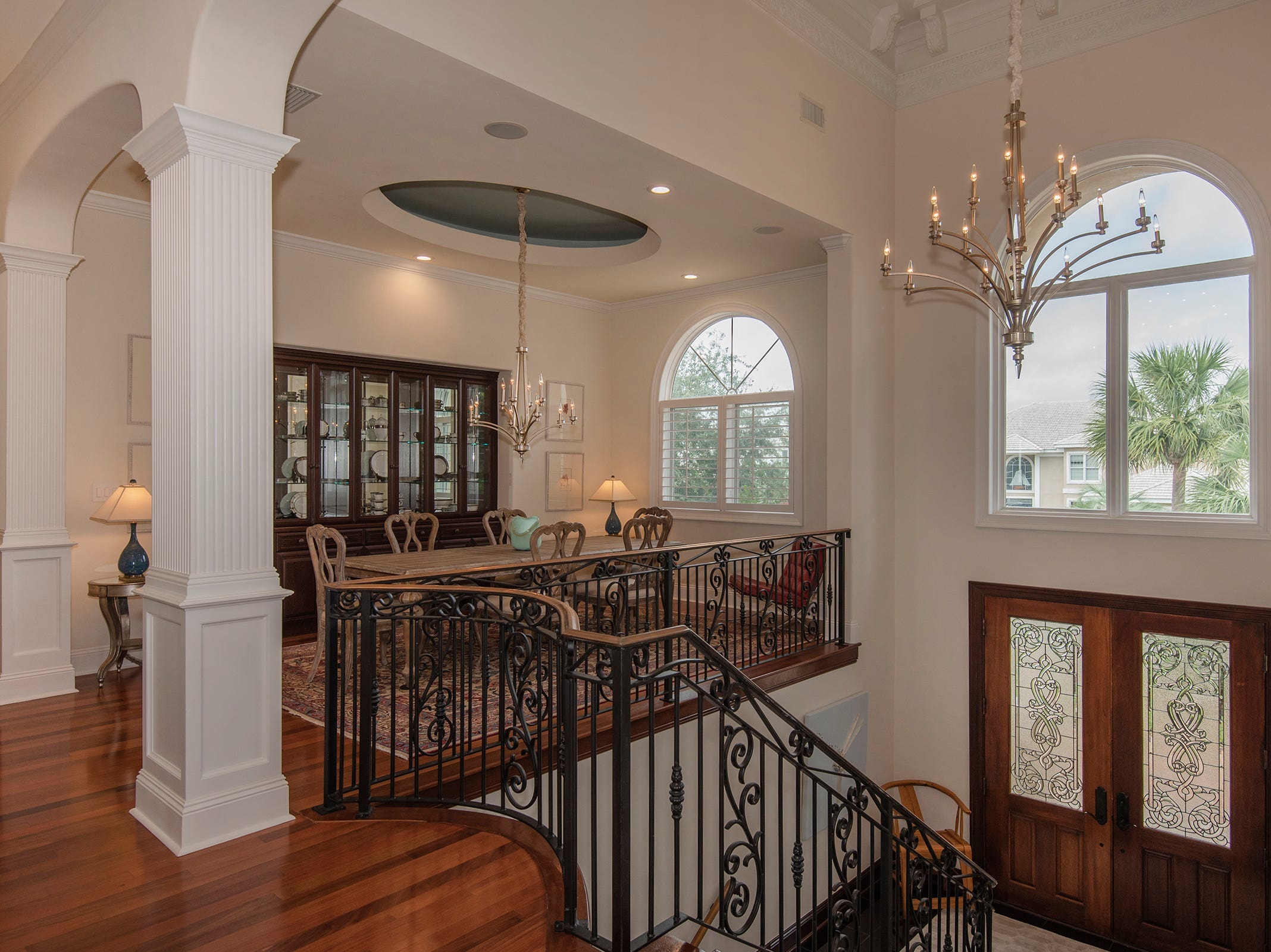5 Colley CoveThe formal dining space and entry foyer.