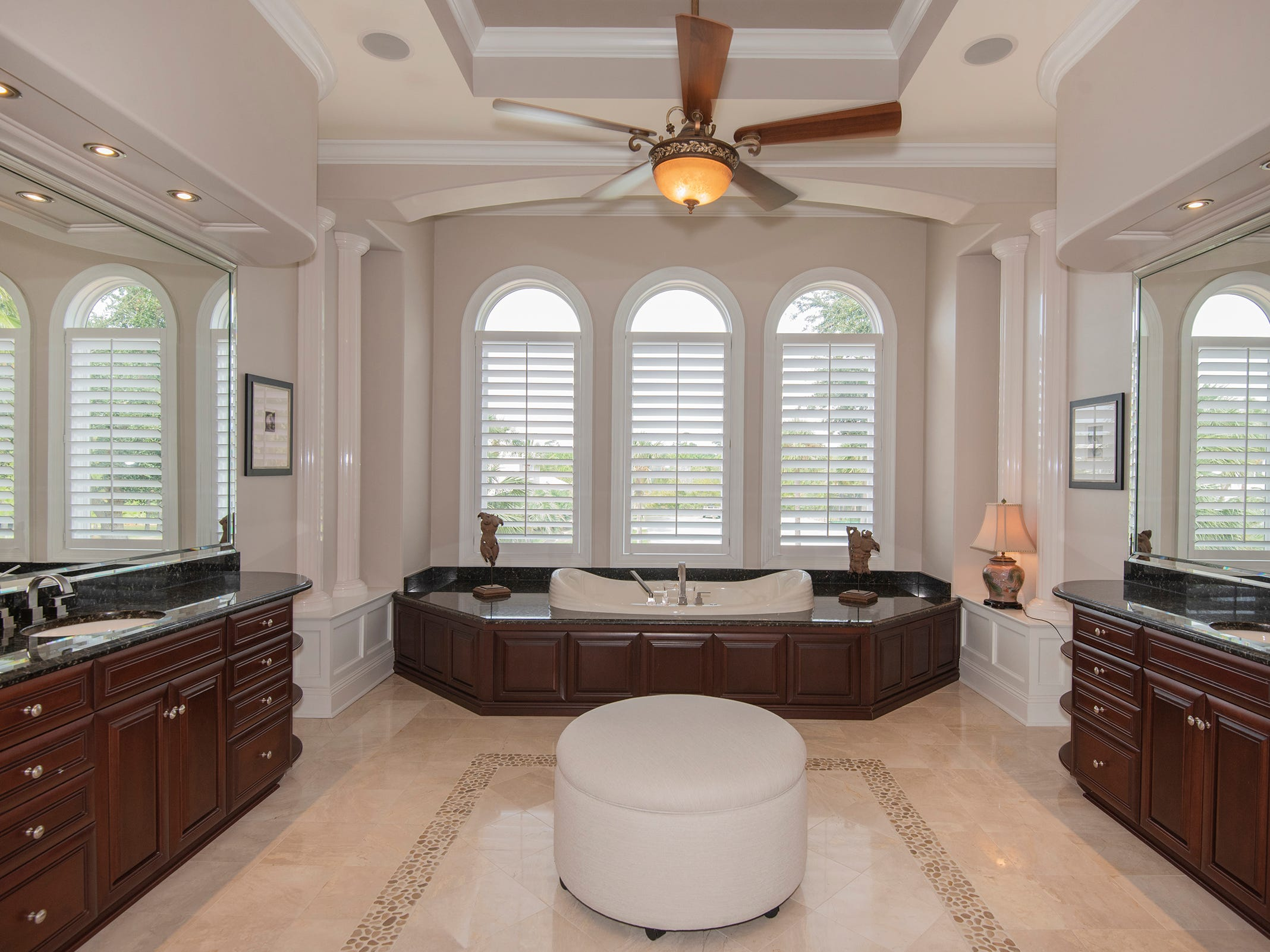 5 Colley CoveThe spa-like master bath with abundant vanity space.