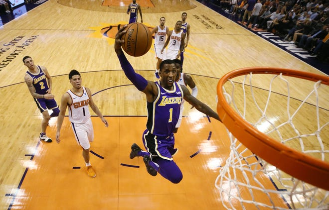 Kentavious Caldwell-Pope dunks the ball during the Suns' loss to the Lakers 131-113 at at Talking Stick Resort Arena.