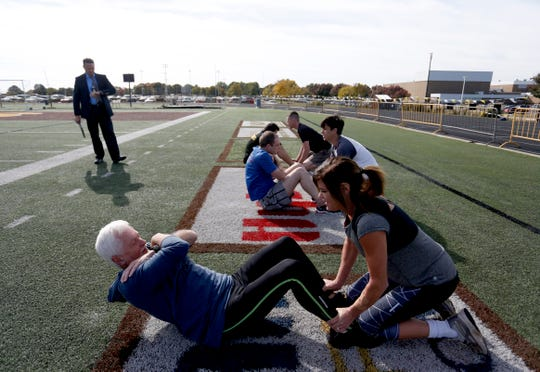 News-Leader columnist Steve Pokin does sit-ups as he takes the fitness test that prospective FBI agents must pass in order to be accepted into the FBI academy.
