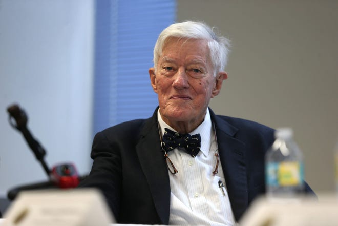 """Talbot """"Sandy"""" D'Alemberte, former President of Florida State University, speaks at a lecture as part of Joe Cresse Ethics in Government Lecture Series, in the DeVoe Moore Conference Room on Thursday, Oct. 25, 2018."""