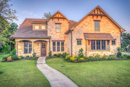 When selling a home in Florida, the homeowner is required by law to disclose all known defects that could adversely impact the value of a home to a potential buyer.