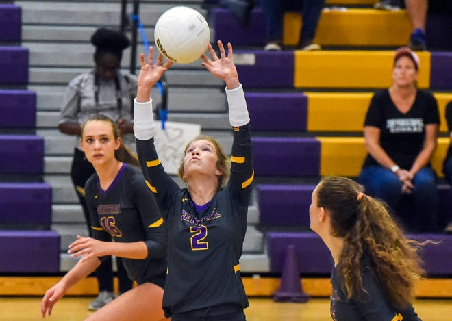 Fort Pierce Central's Autumn Raulerson (2) has more than 1,000 assists for the Cobras this season. Fort Pierce Central (25-4) hosts Sarasota-Riverview (22-6) at 7 p.m. Tuesday for the Region 2-9A championship.