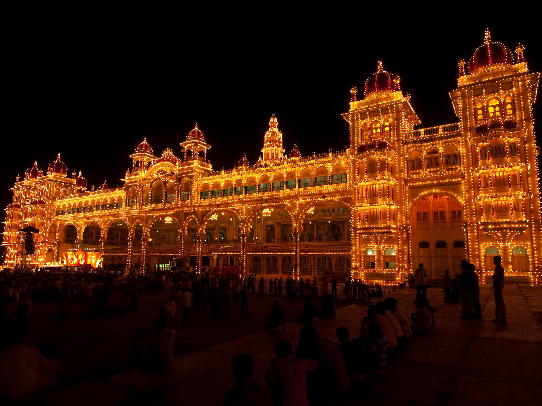 If you visit in October, you might even get a chance to see the rare appearance of the golden throne. The seat of Mysore's former rulers is only put on display for the public during the Dasara festival. During the rest of the year, the throne is disassembled and its pieces are kept in separate lockers inside the palace. If you're in Mysore on a Sunday evening, don't miss the weekly light show that showers the palace in golden light.