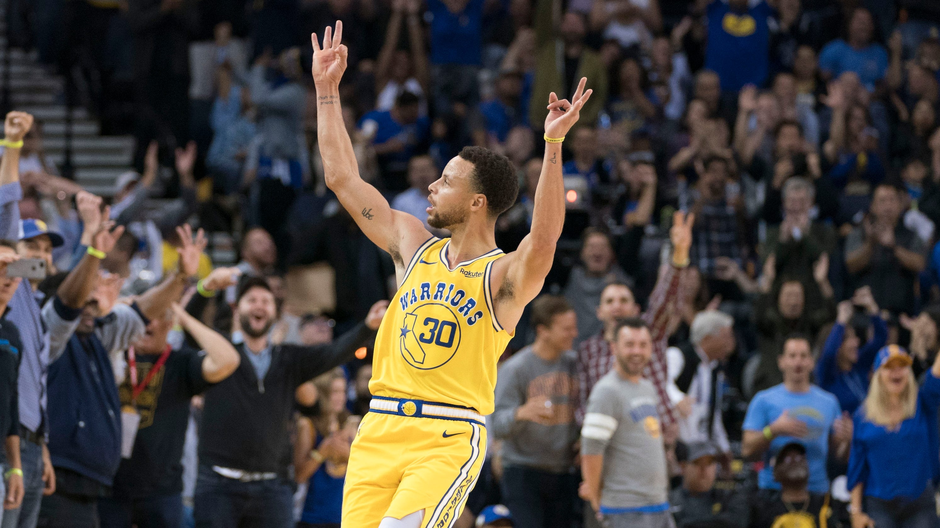 acba2930bc6 Steph Curry pours in 51 points in three quarters as Warriors rout Wizards