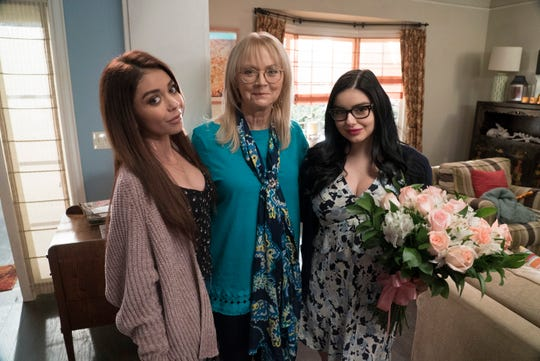 """Jay's ex-wife Dede (Shelley Long) died in her sleep in Wednesday's episode of """"Modern Family,"""""""