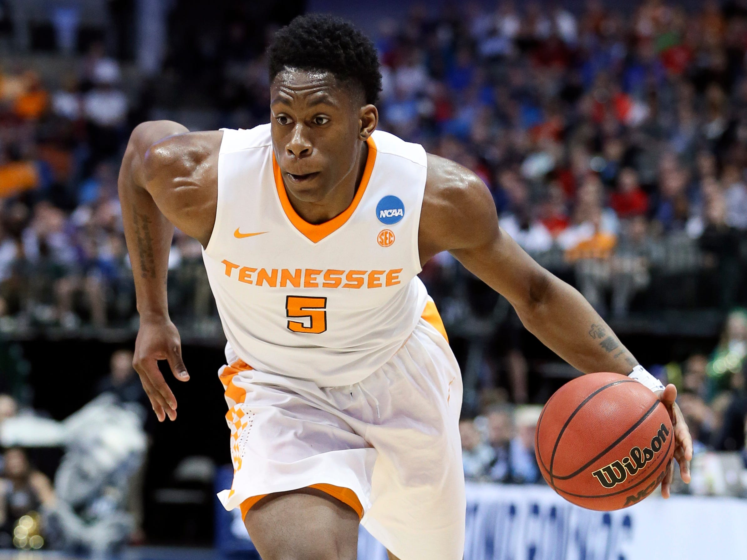 No. 6 Tennessee (26-9 in 2017-18).