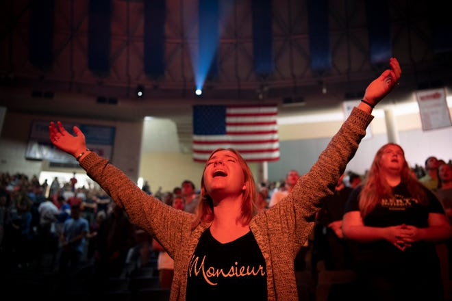 "Emeline Helms of Charlotte, N.C., sings along as Liberty University's student band, ""Liberty Worship Collective,"" opens a convocation ceremony in the Vines Center on Sept. 26."
